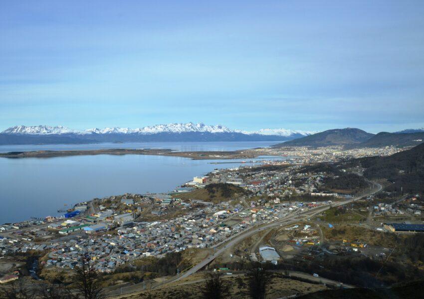 Vista de la ciudad de Ushuaia desde la montaña