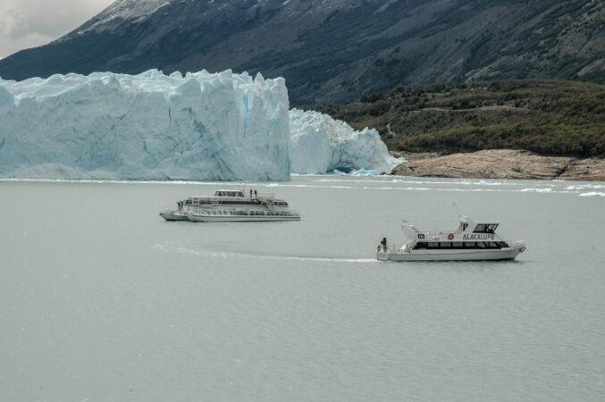 Navegando cerca del Glaciar Perito Moreno